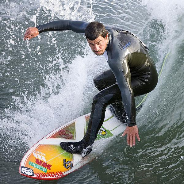Surfing-Cayucos_Pier,_Cayucos,_CA
