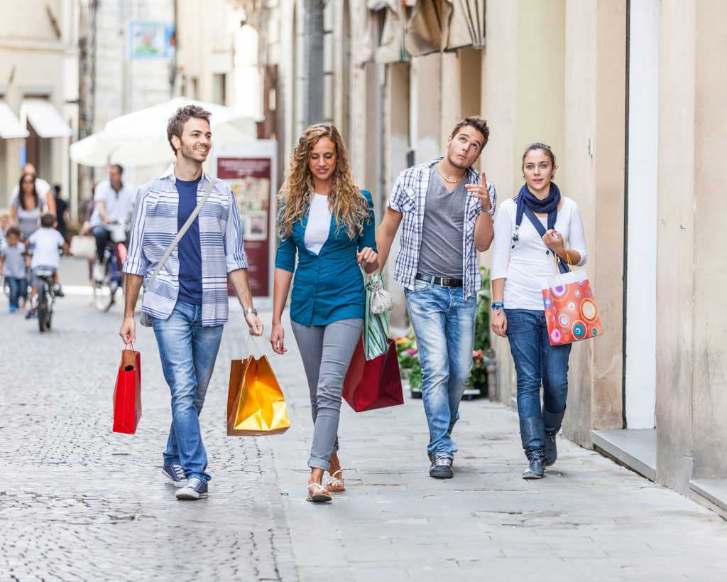 Shopping-Friends-Students