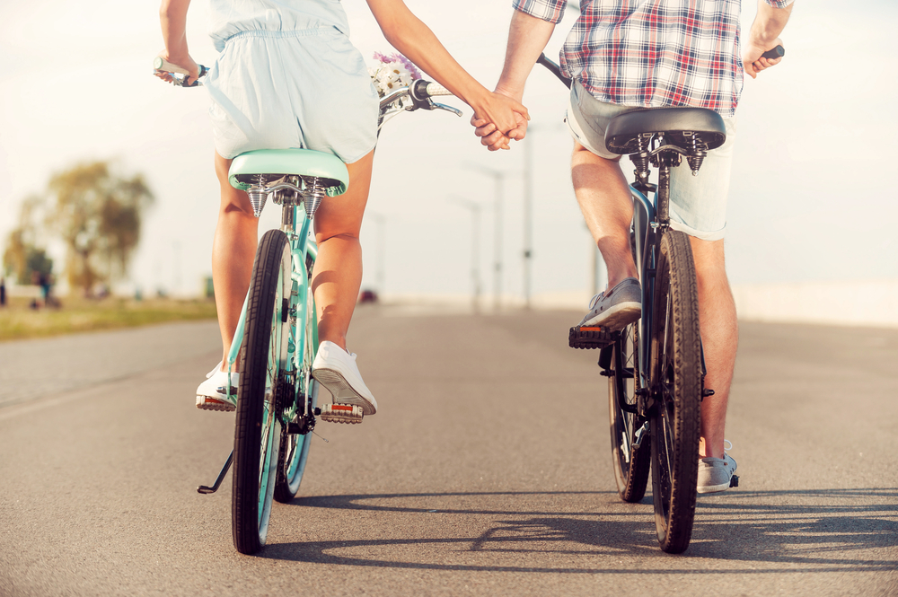 Couple.Dating.HoldingHands.Bike.Bicycle.Love.Relationship