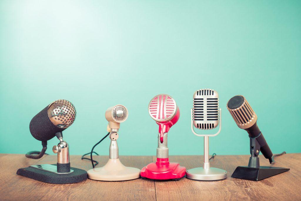 ListenListeningMicrophoneMusicPronunciation
