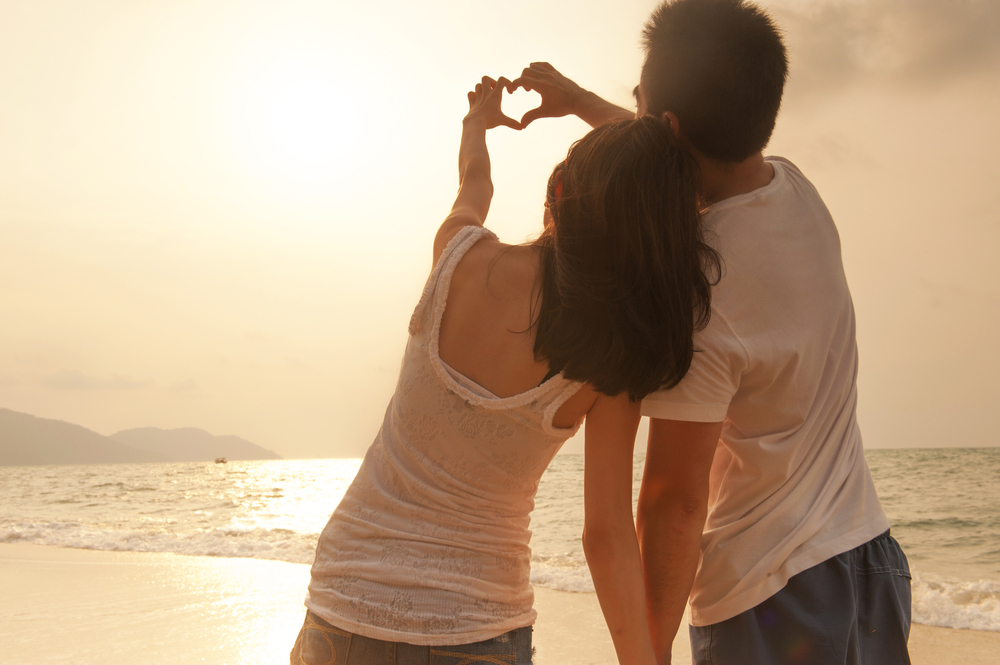 Love.Couple.Dating.Beach.Sunset.Relationship